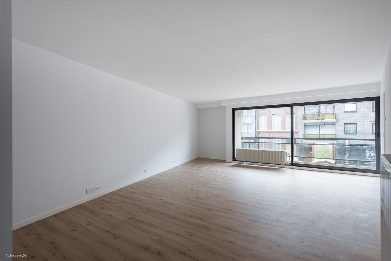 Volledig vernieuwd appartement (+/- 100 m²) met 2 slaapkamers en 2 terrassen te Deurne! afbeelding 2