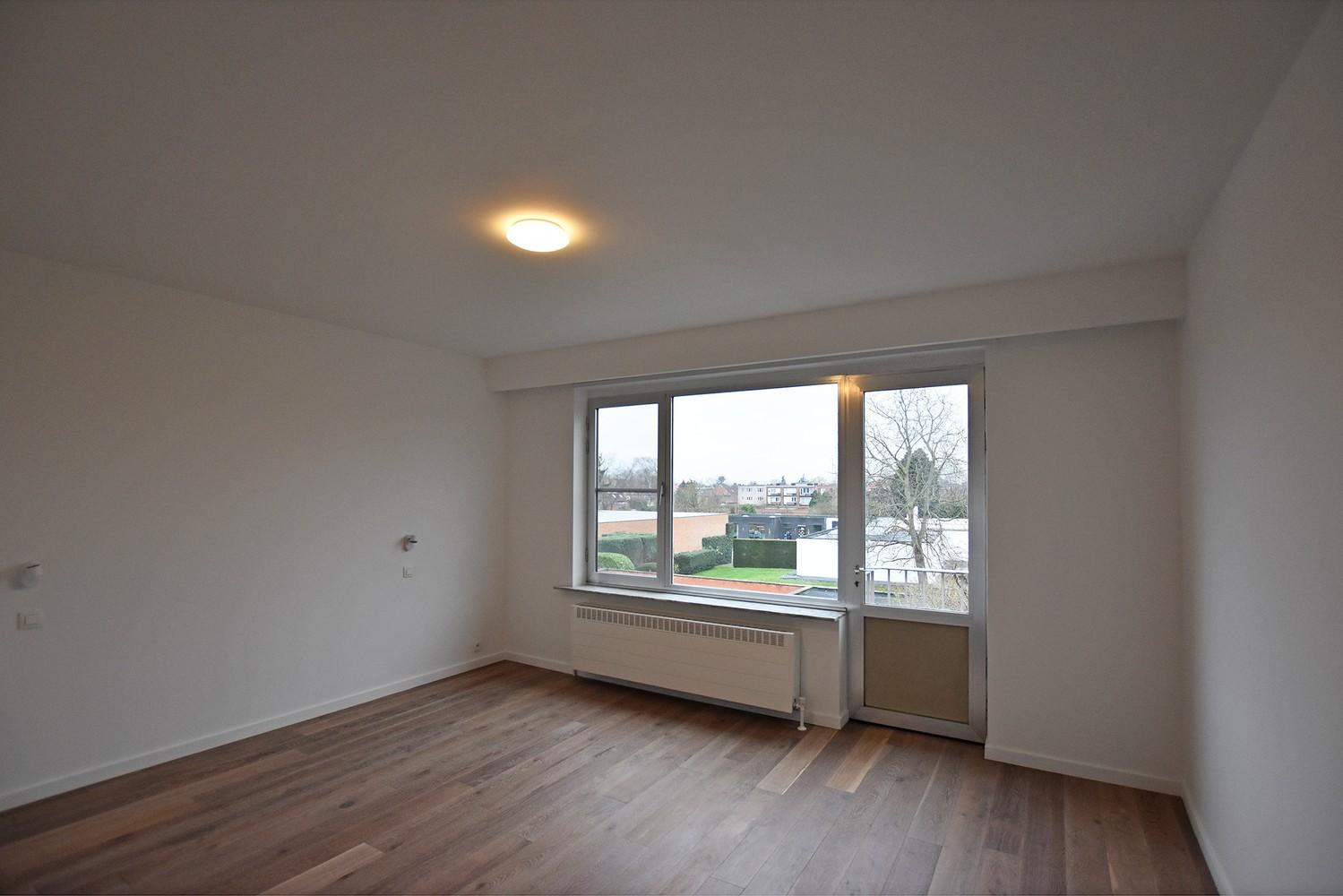 Volledig gerenoveerd en ruim appartement in het centrum van Wijnegem! afbeelding 6