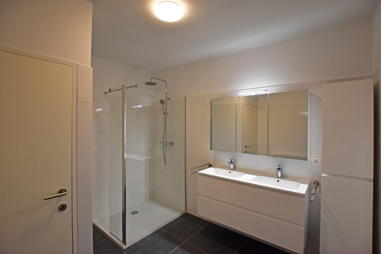 Volledig gerenoveerd en ruim appartement in het centrum van Wijnegem! afbeelding 8