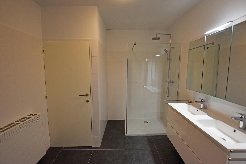 Volledig gerenoveerd en ruim appartement in het centrum van Wijnegem! afbeelding 9