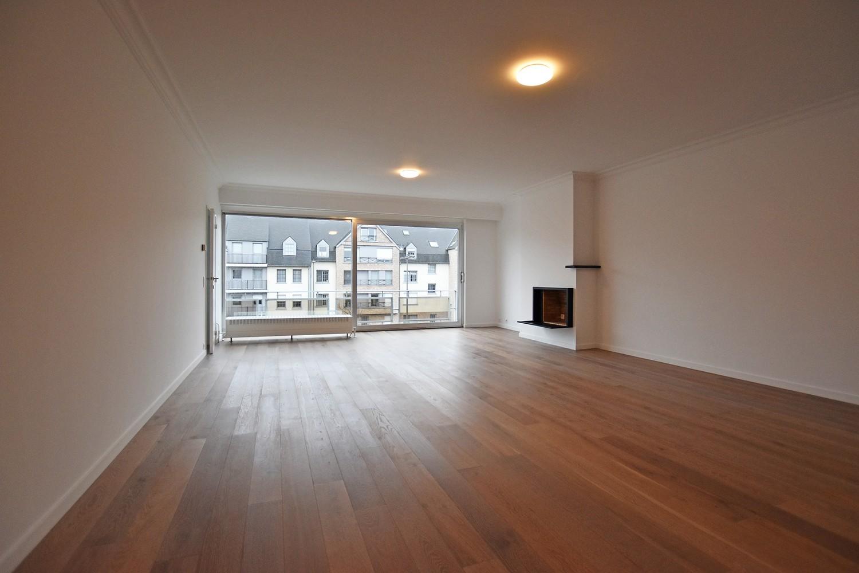 Volledig gerenoveerd en ruim appartement in het centrum van Wijnegem! afbeelding 1