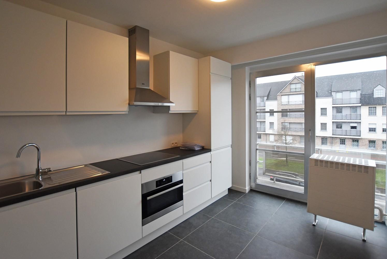 Volledig gerenoveerd en ruim appartement in het centrum van Wijnegem! afbeelding 2