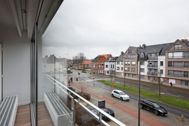 Volledig gerenoveerd en ruim appartement in het centrum van Wijnegem! afbeelding 3