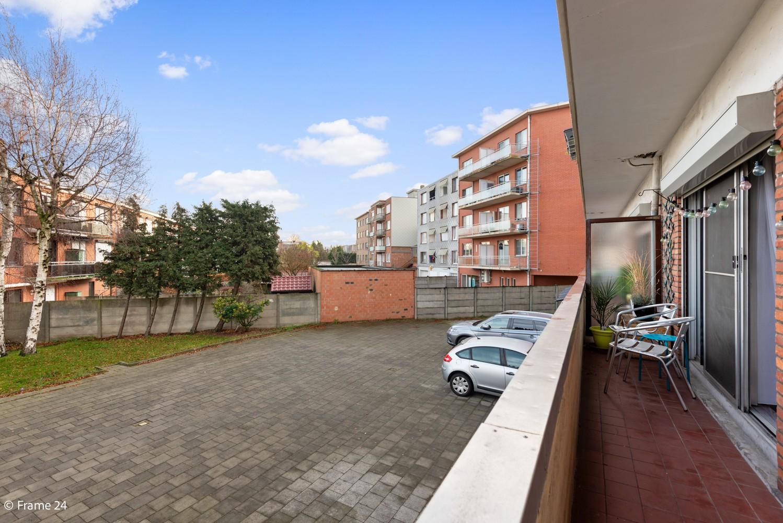 Instapklaar appartement met twee slaapkamers en terras te Merksem! afbeelding 13
