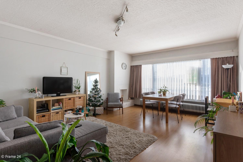 Instapklaar appartement met twee slaapkamers en terras te Merksem! afbeelding 1