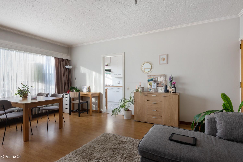 Instapklaar appartement met twee slaapkamers en terras te Merksem! afbeelding 2