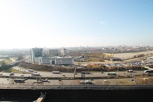 Gerenoveeerd appartement te Borgerhout met uitzicht over de stad Antwerpen. afbeelding 2