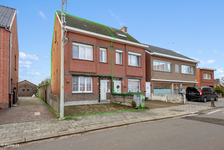 Verrassend ruime woning met 3 slaapkamers & grote tuin op een zeer centrale locatie in Emblem afbeelding 3