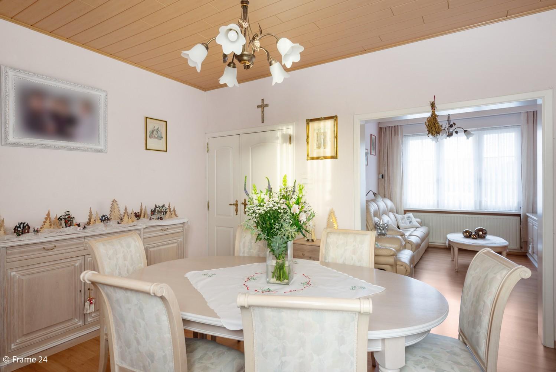Verrassend ruime woning met 3 slaapkamers & grote tuin op een zeer centrale locatie in Emblem afbeelding 4