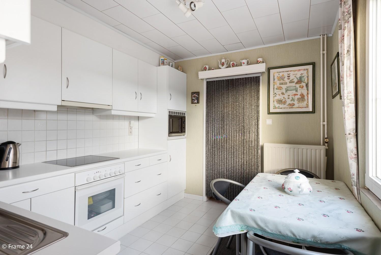 Verrassend ruime woning met 3 slaapkamers & grote tuin op een zeer centrale locatie in Emblem afbeelding 9