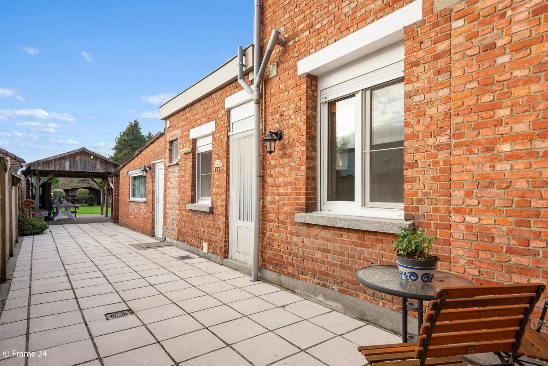 Verrassend ruime woning met 3 slaapkamers & grote tuin op een zeer centrale locatie in Emblem afbeelding 14