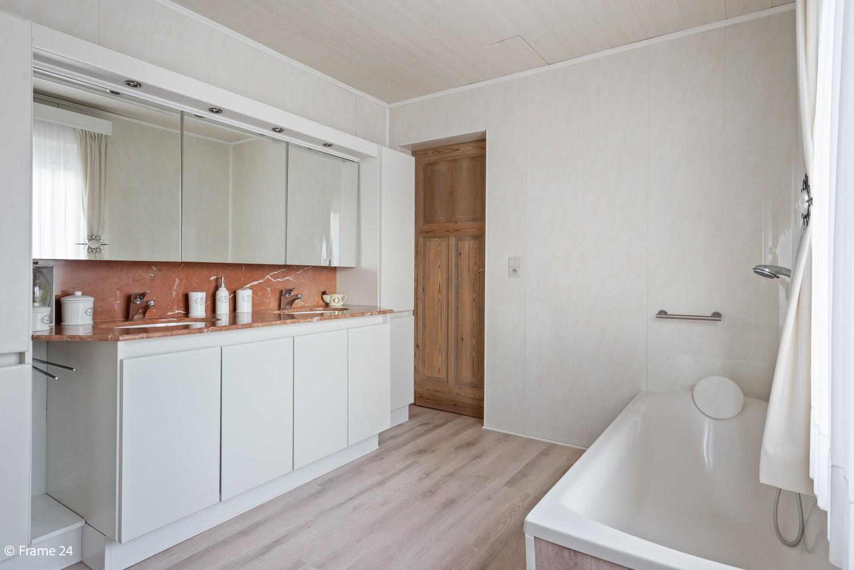 Verrassend ruime woning met 3 slaapkamers & grote tuin op een zeer centrale locatie in Emblem afbeelding 18