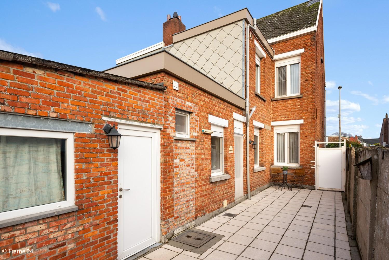 Verrassend ruime woning met 3 slaapkamers & grote tuin op een zeer centrale locatie in Emblem afbeelding 23