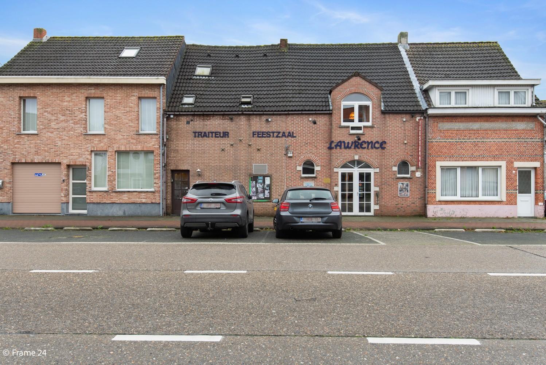 Commercieel gebouw (415m²) met handelsruimte & woonst op gunstige locatie in Wijnegem! afbeelding 2