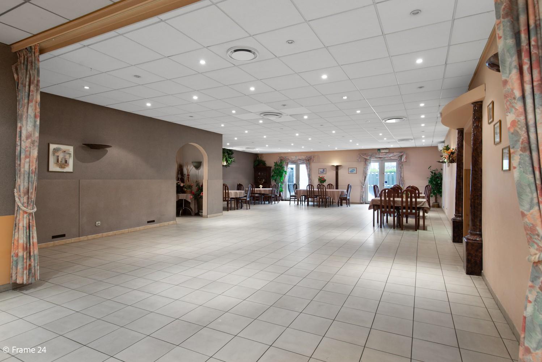Commercieel gebouw (415m²) met handelsruimte & woonst op gunstige locatie in Wijnegem! afbeelding 3