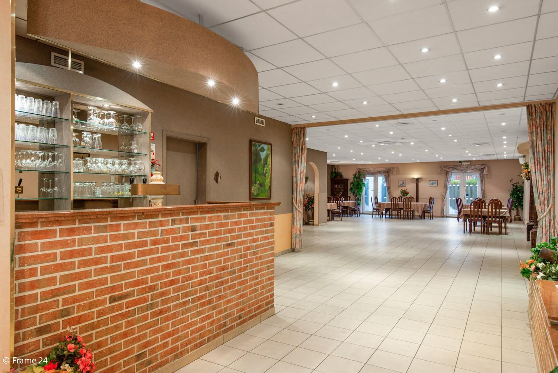 Commercieel gebouw (415m²) met handelsruimte & woonst op gunstige locatie in Wijnegem! afbeelding 8