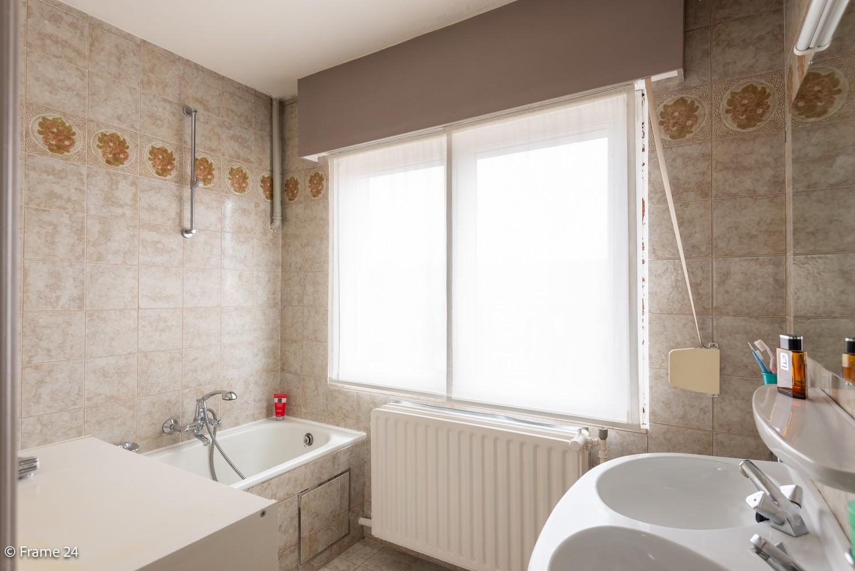 Ruime, op te frissen bel-étage met 3 slaapkamers, tuin én terras in Wommelgem! afbeelding 15