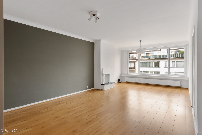 Zeer verzorgd appartement met twee slaapkamers, terras én lift te Deurne! afbeelding 1