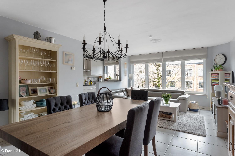 Mooi, lichtrijk appartement (85m²) met 2 slaapkamers & terras in Deurne! afbeelding 3