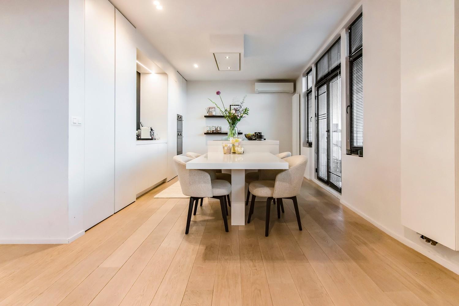 Luxueus gerenoveerde penthouse (230 m²) op uitstekende ligging te Antwerpen! afbeelding 1