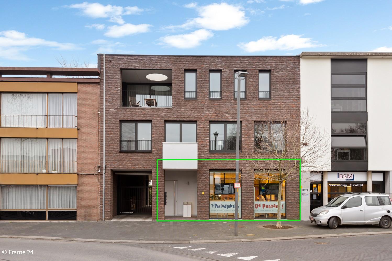 Prachtig, ruim handelsgelijkvloers (105m²) op een centrale locatie in Mortsel afbeelding 1