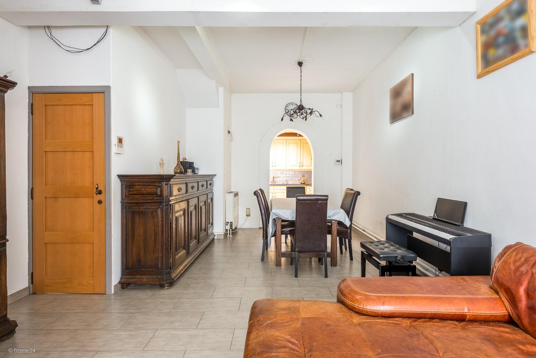 Ruim triplex-appartement met 6 à 7 slpks in centrum Schoten! afbeelding 3