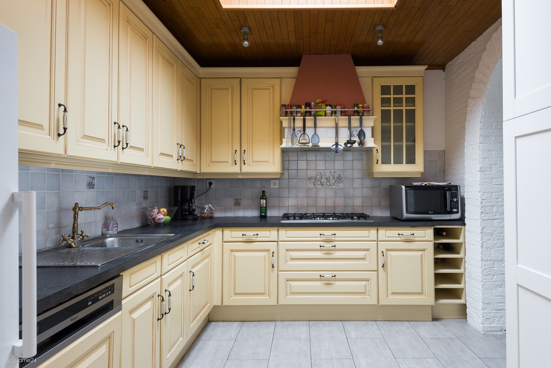 Ruim triplex-appartement met 6 à 7 slpks in centrum Schoten! afbeelding 8