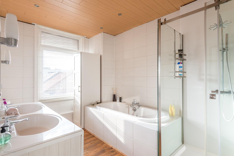 Ruim triplex-appartement met 6 à 7 slpks in centrum Schoten! afbeelding 11