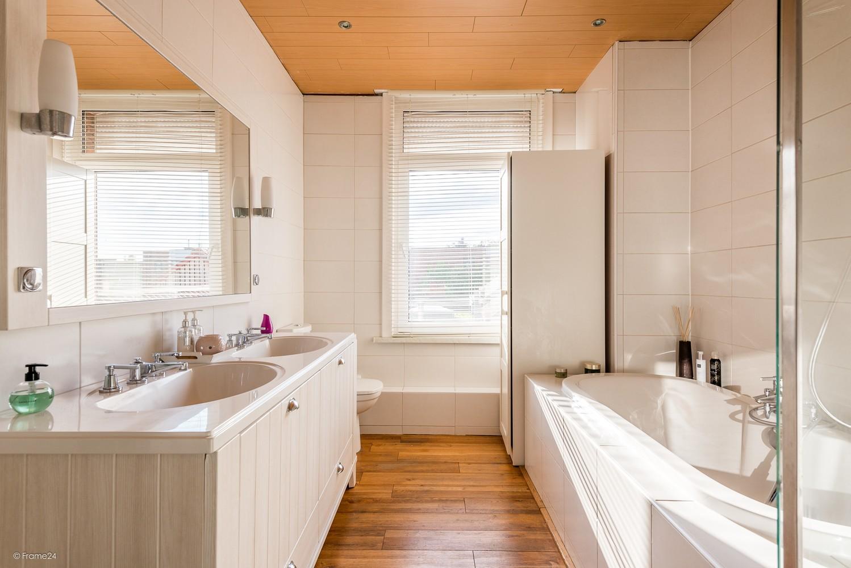 Ruim triplex-appartement met 6 à 7 slpks in centrum Schoten! afbeelding 12