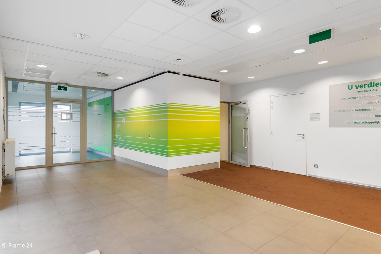 Gunstig gelegen handelsgelijkvloers van 170m² nabij het centrum van Wijnegem afbeelding 7
