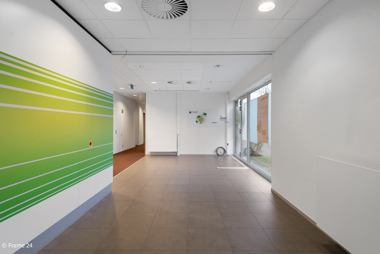 Gunstig gelegen handelsgelijkvloers van 170m² nabij het centrum van Wijnegem afbeelding 4