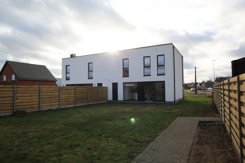 Prachtige, volledig afgewerkte nieuwbouw BEN-woning met E-peil 30 te Zandhoven! afbeelding 1