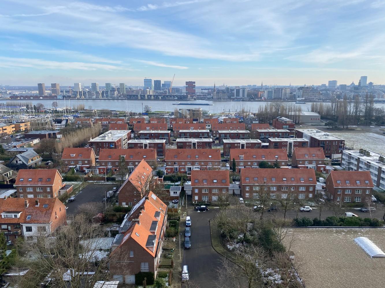 Lichtrijk, bemeubeld en ruim appartement met 2 slaapkamers & een uniek uitzicht over Antwerpen! afbeelding 3