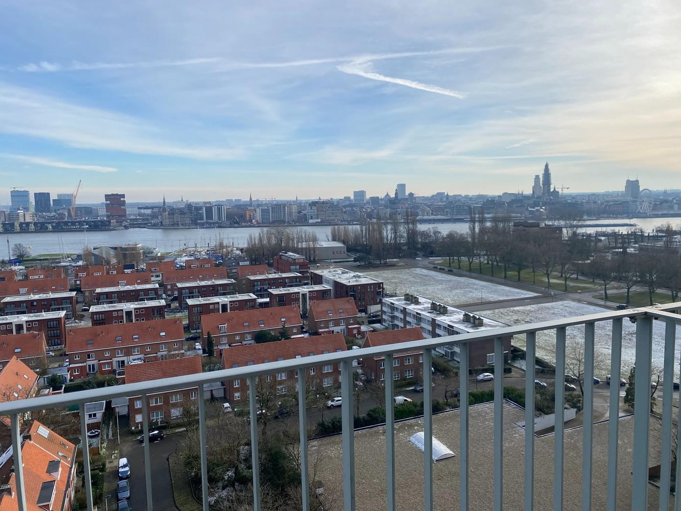 Lichtrijk, bemeubeld en ruim appartement met 2 slaapkamers & een uniek uitzicht over Antwerpen! afbeelding 19