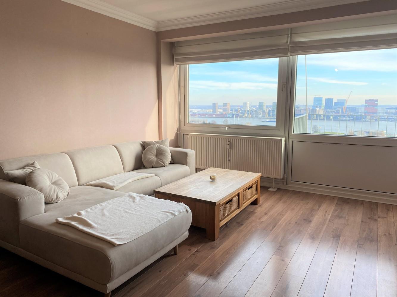 Lichtrijk, bemeubeld en ruim appartement met 2 slaapkamers & een uniek uitzicht over Antwerpen! afbeelding 2