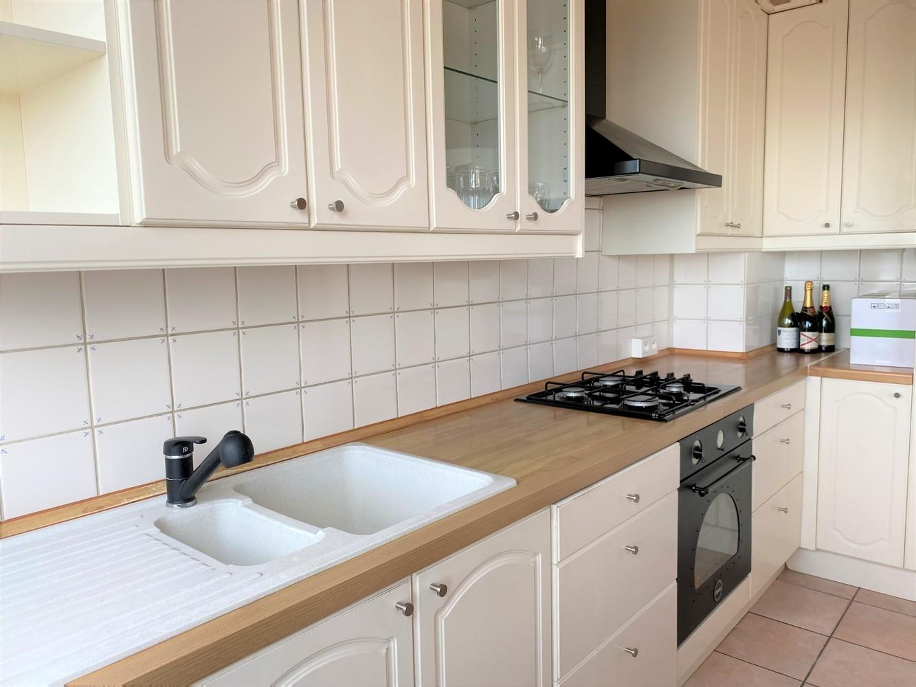 Lichtrijk, bemeubeld en ruim appartement met 2 slaapkamers & een uniek uitzicht over Antwerpen! afbeelding 8