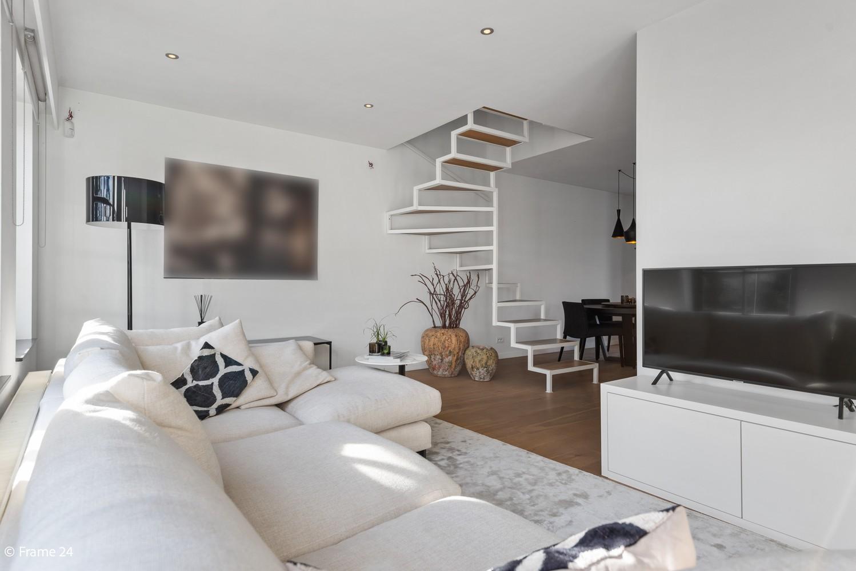 Prachtig duplex-dakappartement met twee terrassen en garagebox te Schilde! afbeelding 3