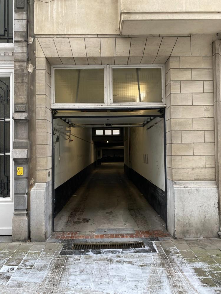 Overdekte autostaanplaats op een gunstige locatie in Antwerpen! afbeelding 4