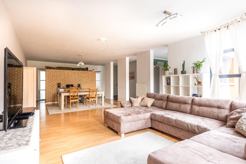 Zeer ruim en instapklaar gelijkvloers appartement met tuin en garage te Wijnegem! afbeelding 3