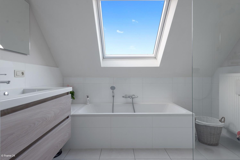 Prachtig, ruim dakappartement met groot, zonnig terras in Broechem afbeelding 9