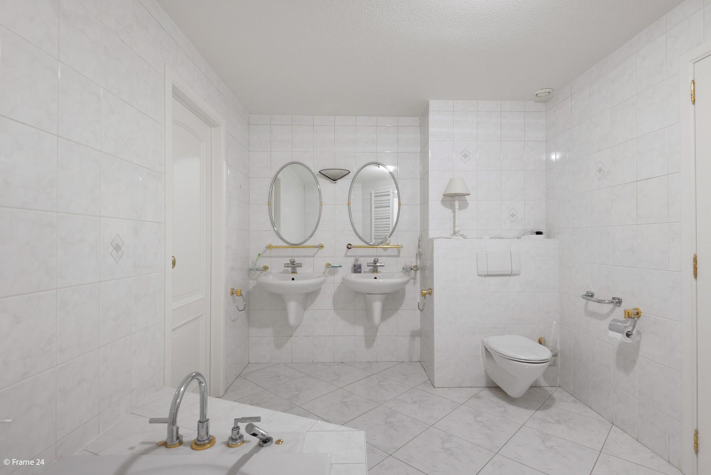 Riant appartement (+/- 210 m²) met twee slaapkamers en een prachtig terras te Brasschaat! afbeelding 13
