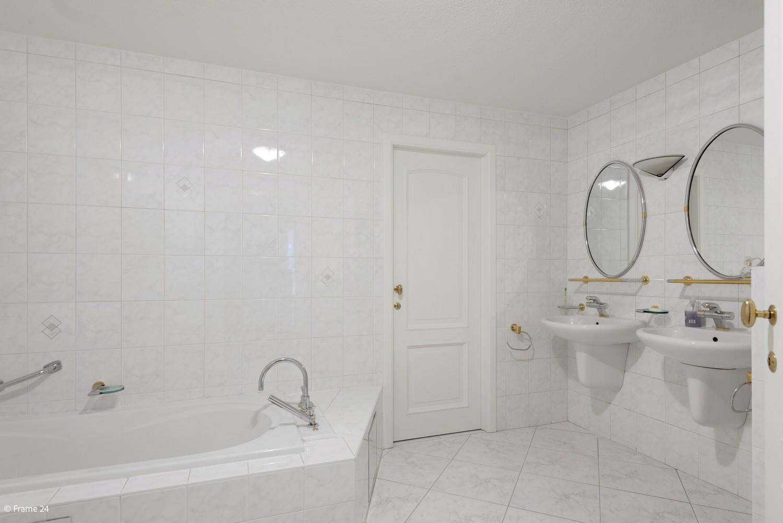 Riant appartement (+/- 210 m²) met twee slaapkamers en een prachtig terras te Brasschaat! afbeelding 14