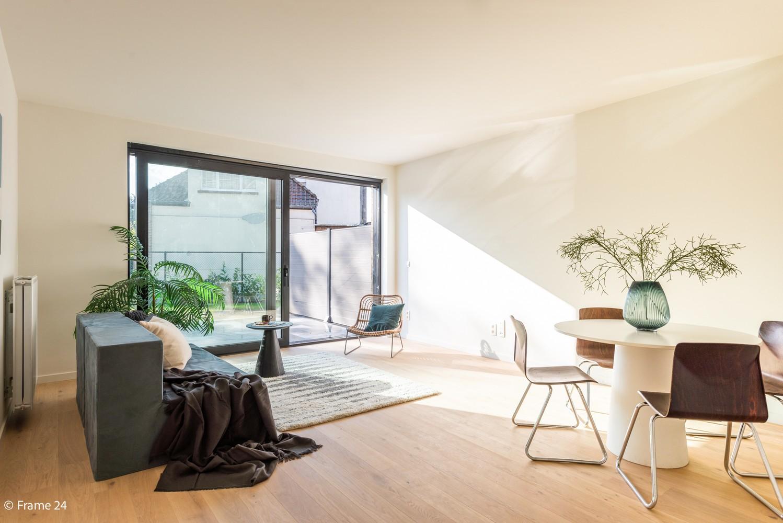 Licht en ruim gelijkvloers nieuwbouwappartement (+/-110 m²) met 3 slaapkamers, ruim zuid-gericht terras alsook parktuin. afbeelding 2
