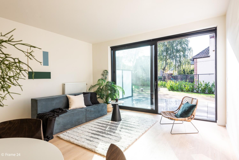 Licht en ruim gelijkvloers nieuwbouwappartement (+/-110 m²) met 3 slaapkamers, ruim zuid-gericht terras alsook parktuin. afbeelding 3