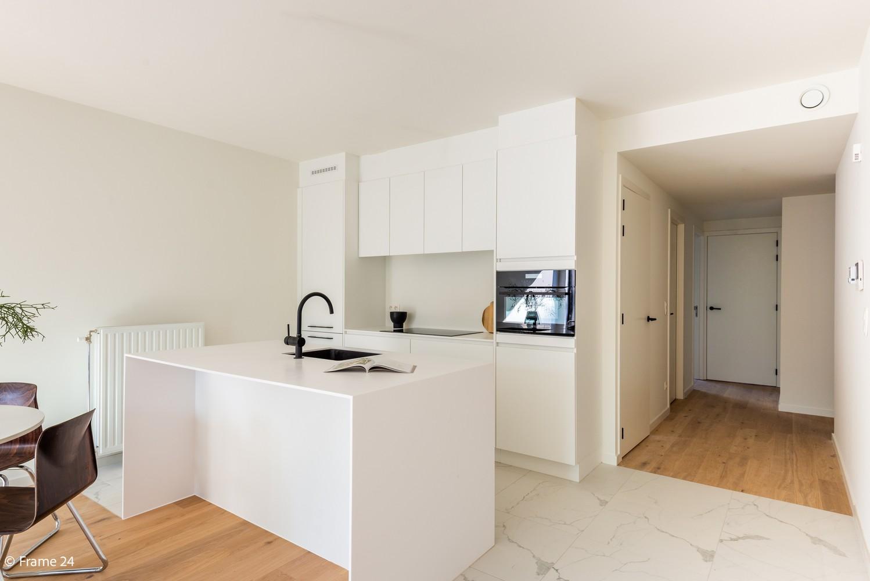 Licht en ruim gelijkvloers nieuwbouwappartement (+/-110 m²) met 3 slaapkamers, ruim zuid-gericht terras alsook parktuin. afbeelding 6