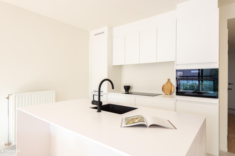 Licht en ruim gelijkvloers nieuwbouwappartement (+/-110 m²) met 3 slaapkamers, ruim zuid-gericht terras alsook parktuin. afbeelding 7
