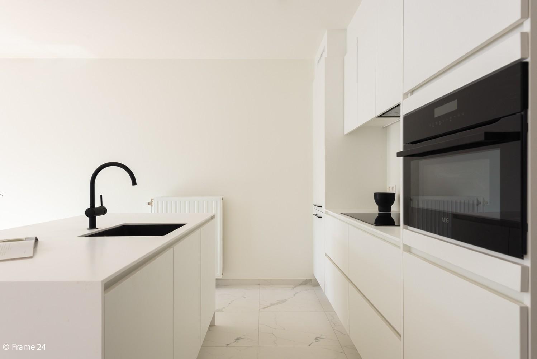 Licht en ruim gelijkvloers nieuwbouwappartement (+/-110 m²) met 3 slaapkamers, ruim zuid-gericht terras alsook parktuin. afbeelding 8
