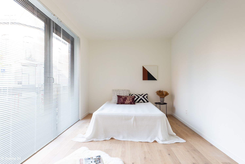 Licht en ruim gelijkvloers nieuwbouwappartement (+/-110 m²) met 3 slaapkamers, ruim zuid-gericht terras alsook parktuin. afbeelding 10