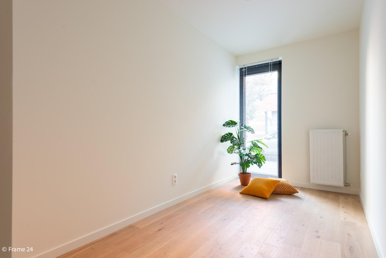 Licht en ruim gelijkvloers nieuwbouwappartement (+/-110 m²) met 3 slaapkamers, ruim zuid-gericht terras alsook parktuin. afbeelding 11