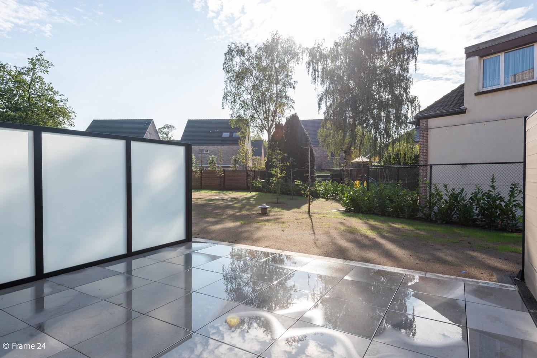 Licht en ruim gelijkvloers nieuwbouwappartement (+/-110 m²) met 3 slaapkamers, ruim zuid-gericht terras alsook parktuin. afbeelding 16